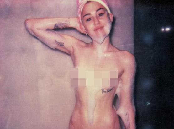 Miley Cyrus khoe ảnh tắm trần trụi trên tạp chí