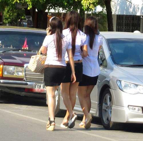'Nóng mắt' với đồng phục 'sexy' của nữ sinh Thái