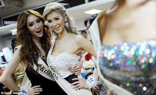 Hoa hậu Hoàn vũ sa lầy trong tai tiếng
