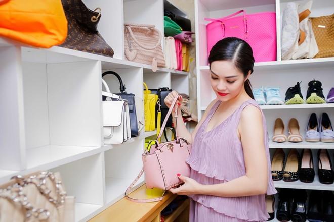Khám tủ trang sức, phụ kiện đồ sộ của mỹ nhân Việt