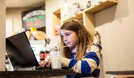 Bé 7 tuổi hack WiFi công cộng trong 11 phút