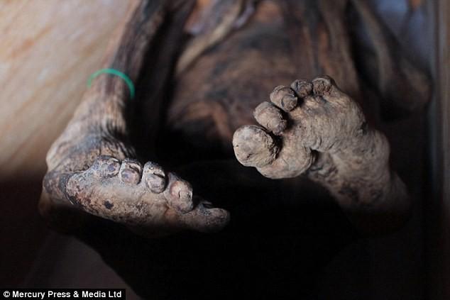 Hàng trăm xác khô lộ diện trong núi ở Philippines
