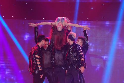 Bảo Anh bị nghi hát nhép trong đêm mở màn 'The Remix'