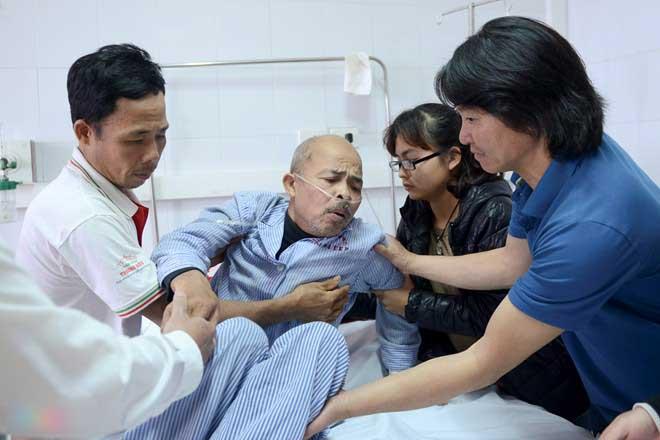 Nghệ sĩ Hán Văn Tình ho dữ sau khi hút dịch ở phổi