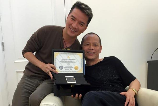Mr. Đàm được tặng iPhone 6 dát vàng, đính kim cương