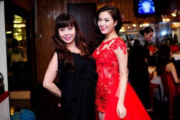 Những bà mẹ trẻ trung bất ngờ của sao Việt