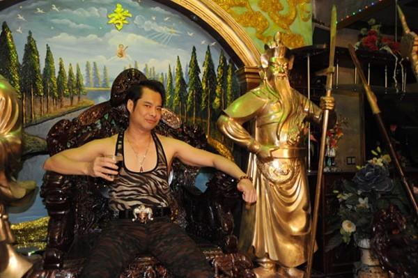 Sao Việt và các món đồ dát vàng, đính kim cương