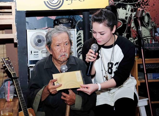 Nhật Kim Anh giúp đỡ nghệ sĩ Mạc Can chữa bệnh xuất huyết