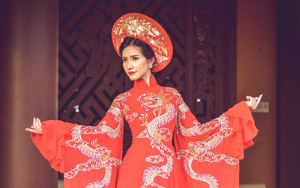 Người đẹp Dương Hiểu Ngọc trình diễn BST Hoa Xuân đầy tâm huyết của NTK Tommy Nguyễn