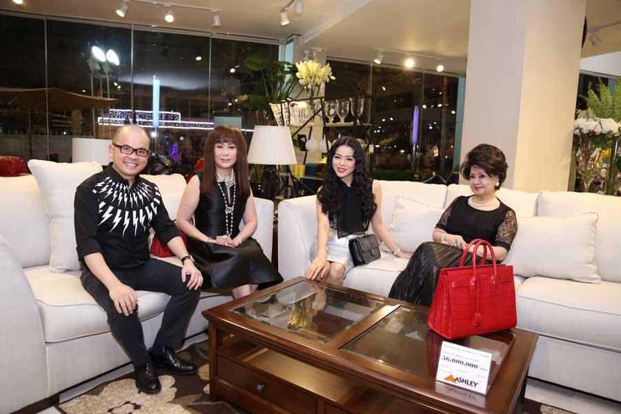 Lệ Quyên mua sắm nội thất cùng doanh nhân Dương Quốc Nam