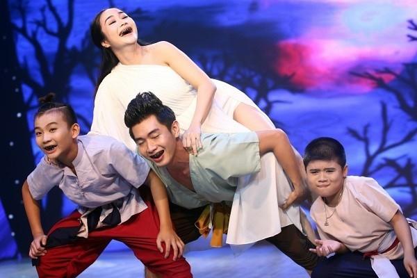 Những bà bầu bốc lửa nhất sân khấu Việt