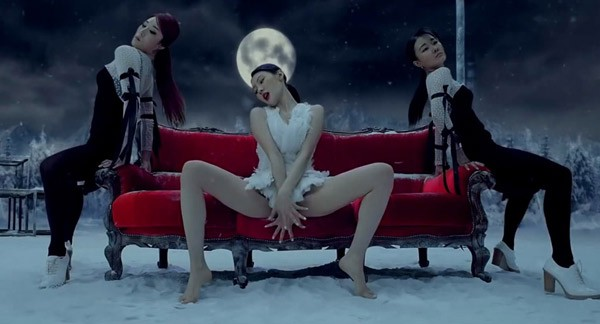 Những động tác vũ đạo của nhóm nữ Kpop khiến fan đỏ mặt