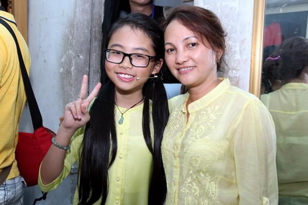 Phương Mỹ Chi: 'Chỉ việc học và hát, mọi việc khác có mẹ lo'