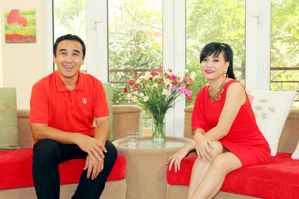 """Quyền Linh và Cát Phương trong talkshow với """"tông xoẹt tông"""" đỏ"""