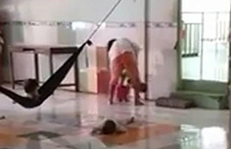 Bảo mẫu đánh dã man trẻ mồ côi ở miền Tây