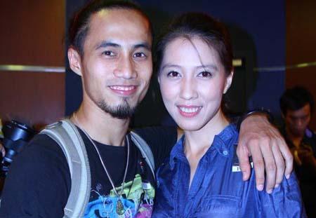 Phạm Anh Khoa đưa vợ hơn 6 tuổi đi phượt ngày giáp Tết