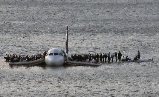 Airbus A320 từng hạ cánh hoàn hảo xuống nước