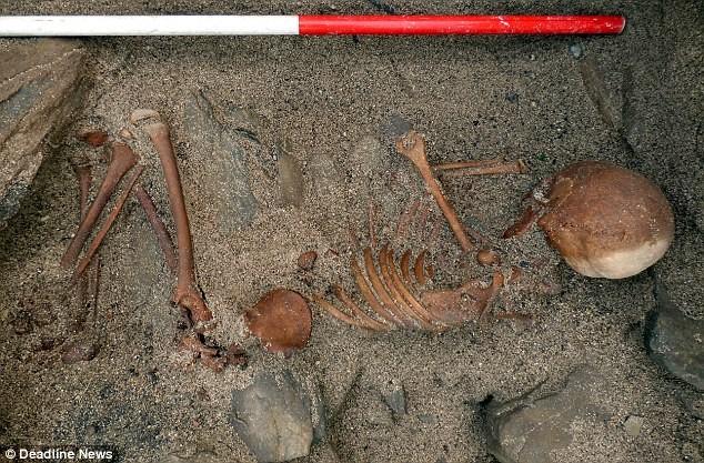 Giấc ngủ vĩnh hằng dưới cát của thiếu niên cổ đại