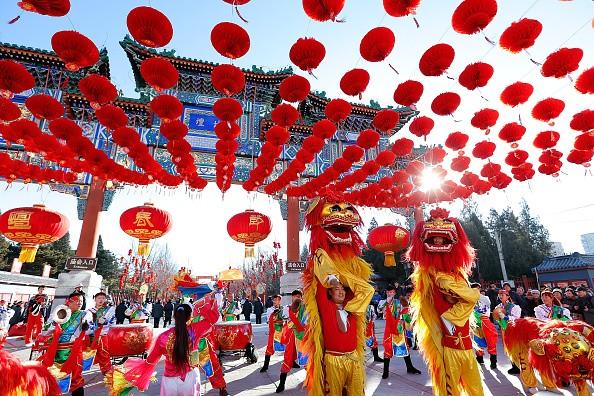 Châu Á đỏ rực sắc màu đón năm mới Âm lịch