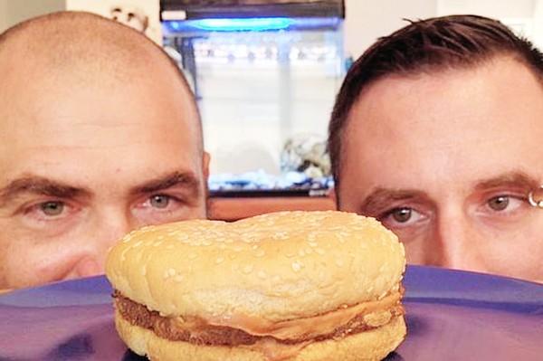 """Chiếc bánh hamburger """"thần thánh"""" 20 năm vẫn không bị mốc"""