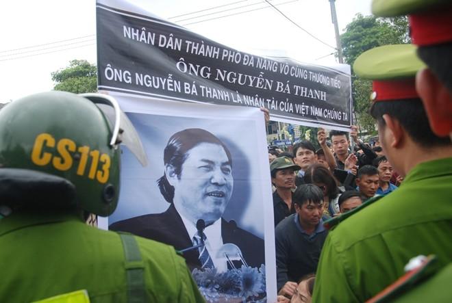 Hàng nghìn người tiễn đưa ông Nguyễn Bá Thanh về đất mẹ