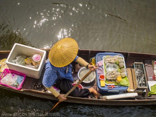 Phiên chợ nổi đặc biệt ở Thái Lan