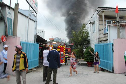 Sáng sớm mùng 1 Tết, hỏa hoạn kinh hoàng ở TP HCM