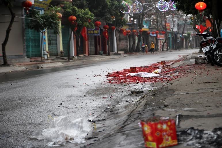 Xác pháo đầy đường Hải Dương, Hà Nam ngày Tết