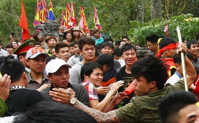 Hỗn chiến ở lễ hội đền Gióng