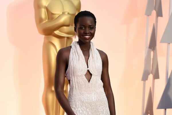 Trộm trả lại váy 150.000 USD của sao Oscar vì ngọc trai giả