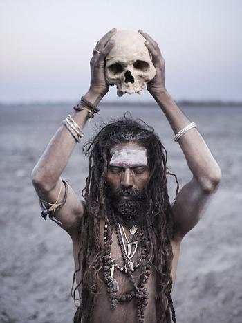 Bộ tộc ăn thịt người, dùng xương sọ làm cốc ở Ấn Độ