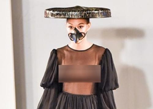 Thời trang Việt gây sốc khi để mẫu mặc xuyên thấu lộ vòng 1
