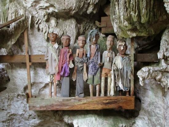 Ghé thăm bộ lạc có nghi thức an táng kỳ lạ tại Indonesia