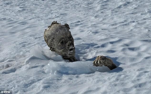 Tìm thấy xác ướp vùi sâu trong tuyết tại Mexico