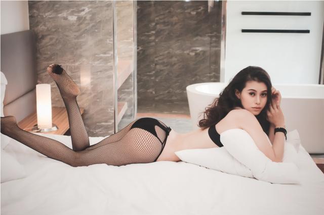 """Top 3 Siêu mẫu Việt Nam 2004: """"Chân tôi dài nên không thích lên giường miễn phí"""""""
