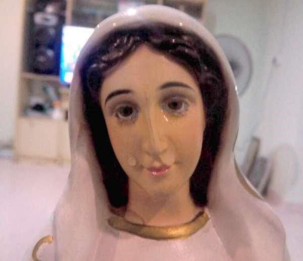 """Tượng Đức mẹ đồng trinh """"khóc"""" thu hút nhiều người đến cầu nguyện"""