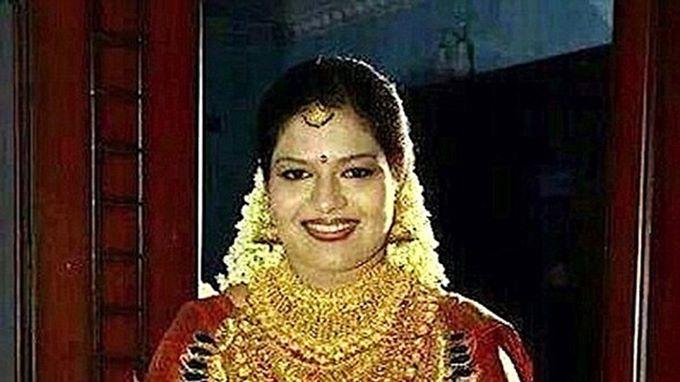 Hình ảnh cô dâu đeo số vàng trị giá hơn 13 tỷ đồng gây choáng