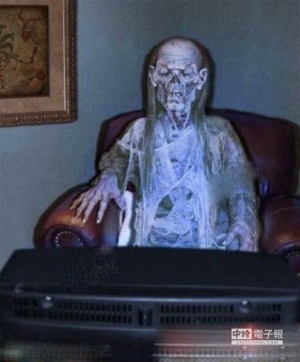 Kinh hoàng phát hiện xác chết ngồi trước ti vi suốt 40 năm