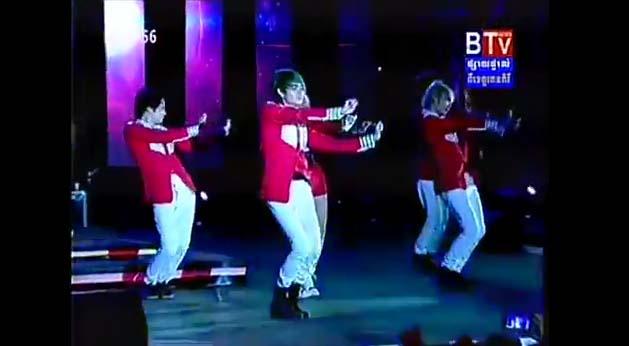 Ca sĩ Campuchia nhái vũ đạo cồng chiêng của Tóc Tiên