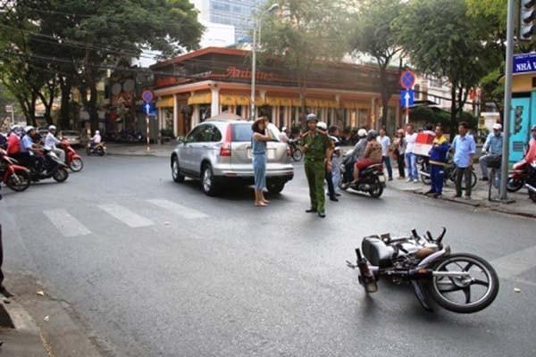 Diễn viên Thân Thúy Hà bị tông xe trên phố