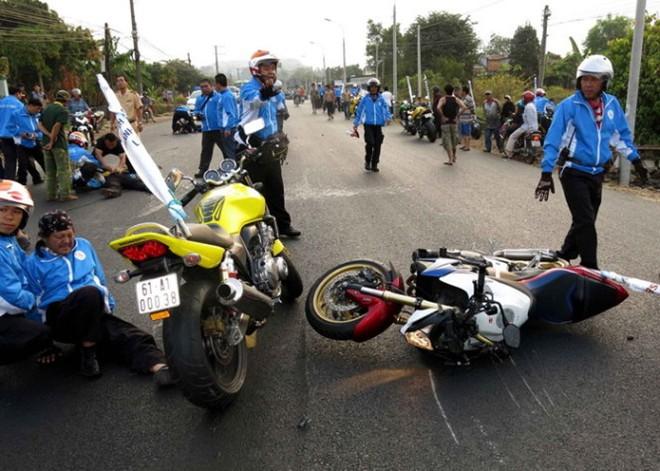 Khởi tố thanh niên lái môtô phân khối lớn tông chết người