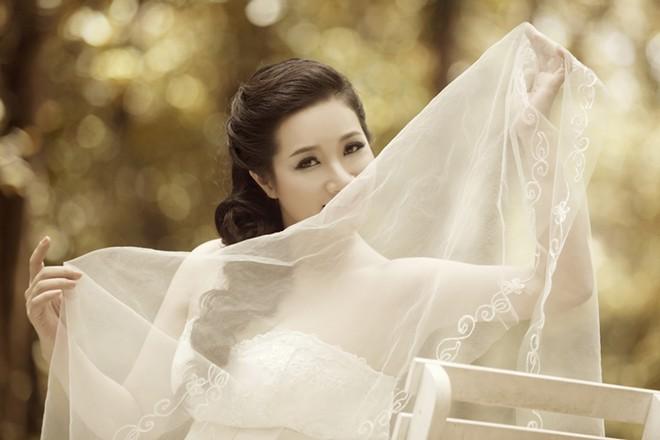 Ảnh cưới Thanh Thanh Hiền và con trai Chế Linh