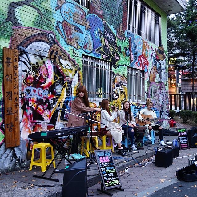 Sao Hàn rộ mốt hát ngoài đường