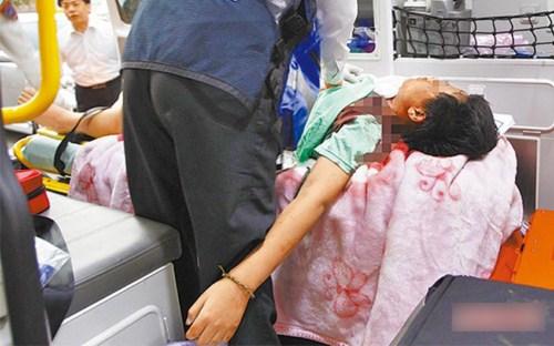 Chấn động vụ án người thân lấy cưa cắt cổ bé gái vì khóc không chịu nín
