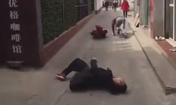 Trò đùa vờ bị bắn chết khiến nhiều người phát hoảng