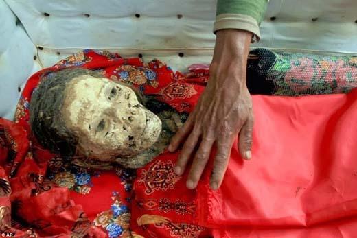 Bí ẩn về xác chết bật nắp quan tài tìm đường về nhà