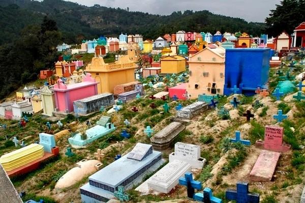 Những nghĩa trang rực rỡ sắc màu ở Guatemala