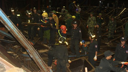 Trắng đêm cứu hộ nạn nhân vụ sập giàn giáo ở Formosa