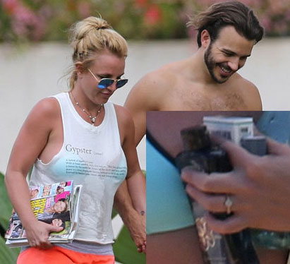 Britney Spears lộ nhẫn đính hôn kim cương