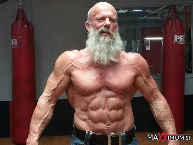 Ông lão 62 với cơ bắp cuồn cuộn khiến thanh niên phải ghen tị